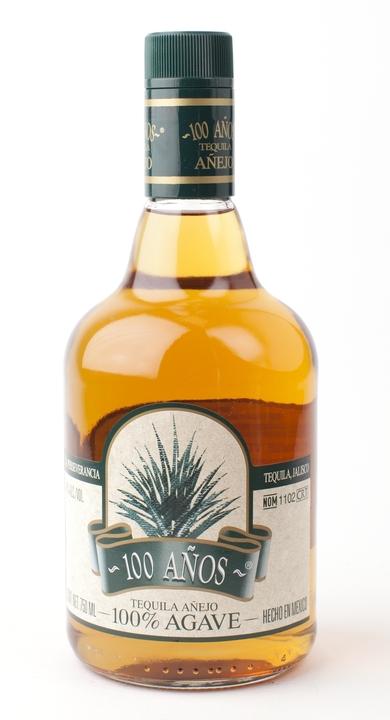 Bottle of 100 Años Añejo