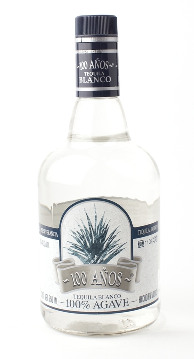 Bottle of 100 Años Blanco