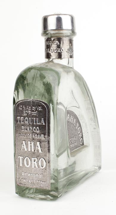 Bottle of Aha Toro Blanco