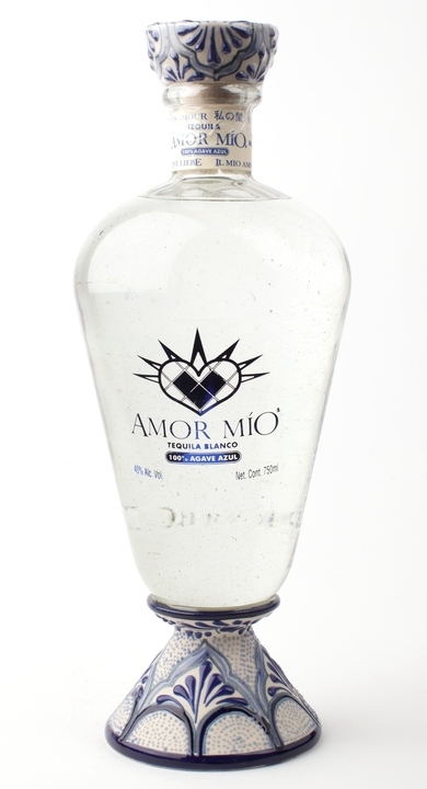 Bottle of Amor Mío Blanco Ceramic Bottle