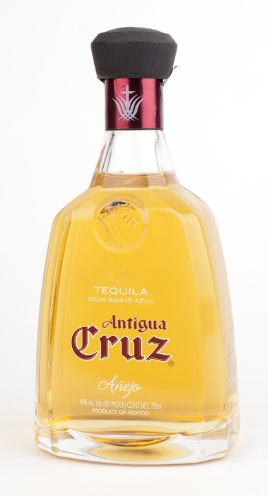Bottle of Antigua Cruz Añejo