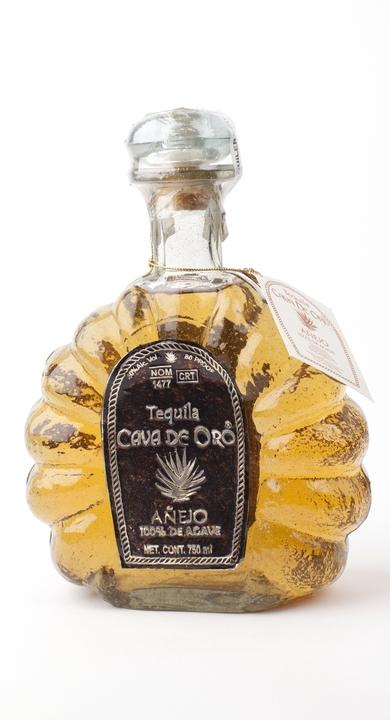 Bottle of Cava de Oro Añejo