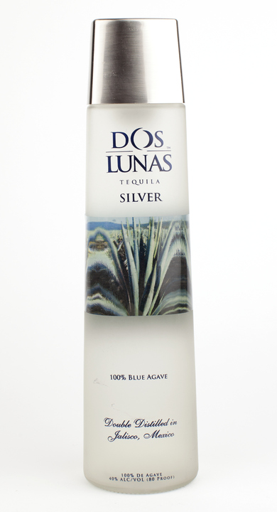 Bottle of Dos Lunas Silver