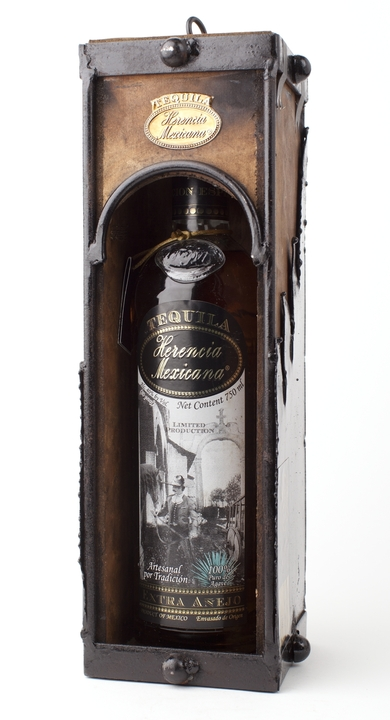 Bottle of Herencia Mexicana Extra Añejo