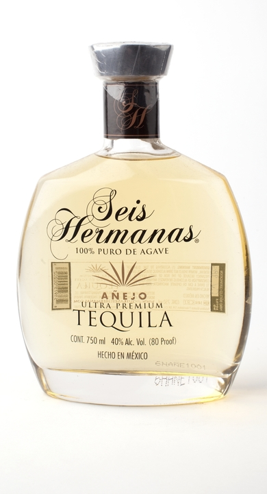Bottle of Seis Hermanas Añejo