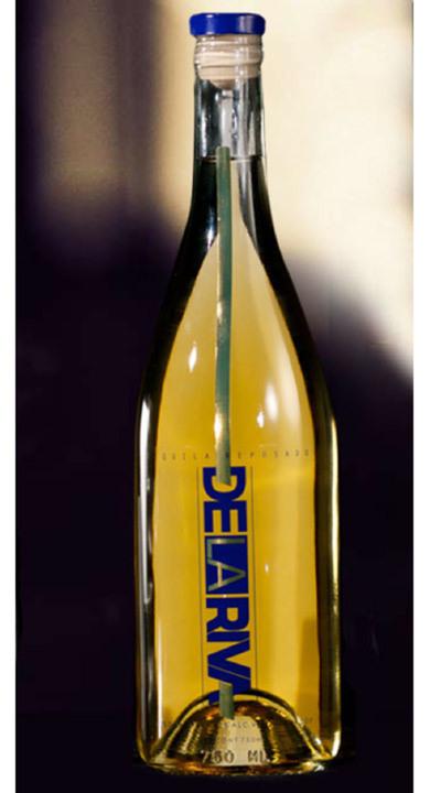 Bottle of De La Riva Tequila Reposado