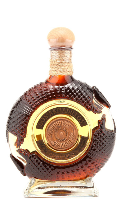 Bottle of Dos Armadillos Añejo