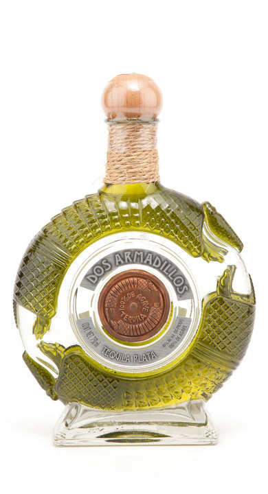 Bottle of Dos Armadillos Plata