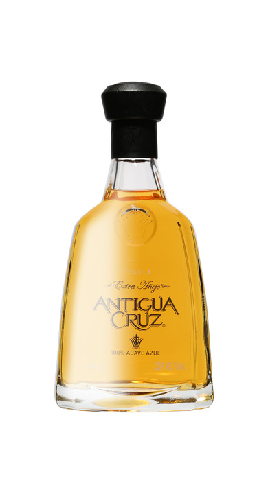 Bottle of Antigua Cruz Extra Añejo