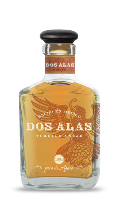 Bottle of Dos Alas Añejo
