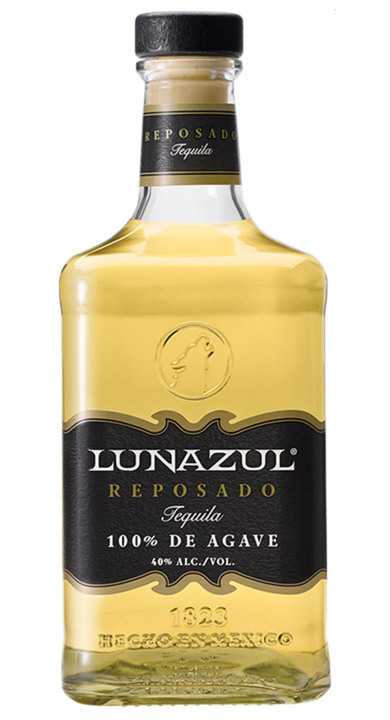 Bottle of Lunazul Reposado