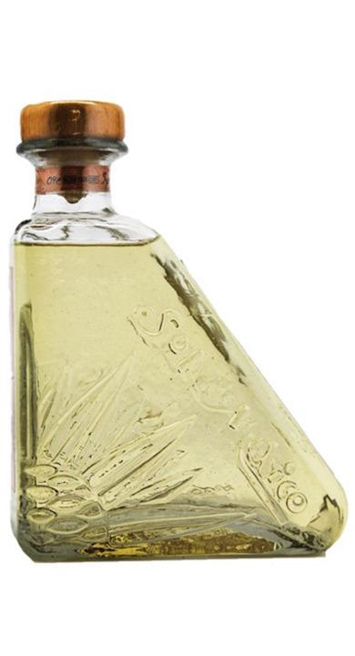 Bottle of Sol de Mexico Añejo