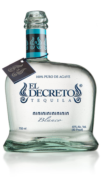 Bottle of El Decreto Blanco