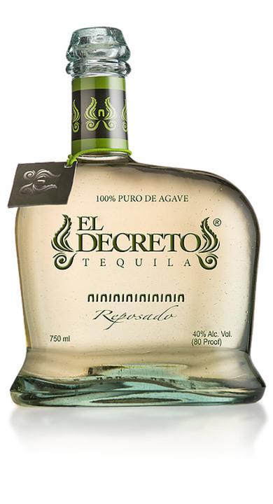 Bottle of El Decreto Reposado