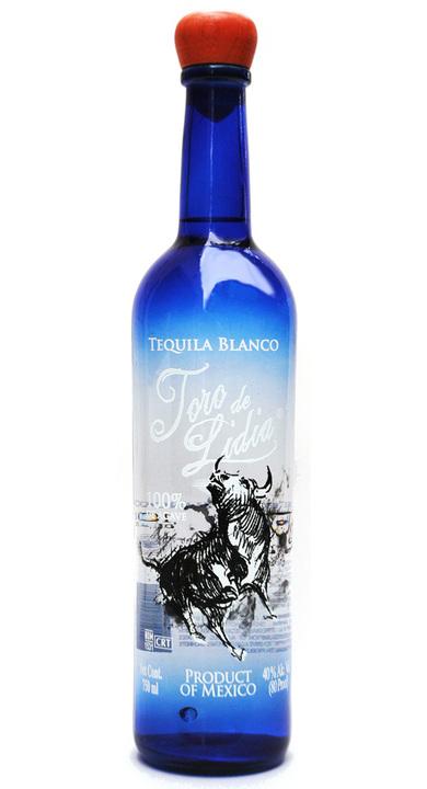 Bottle of Toro de Lidia Blanco