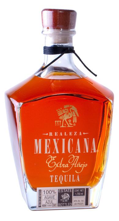 Bottle of Realeza Mexicana Extra Añejo