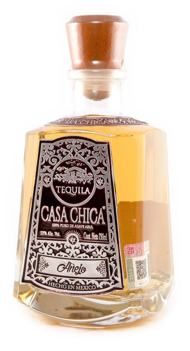 Bottle of Casa Chica Añejo