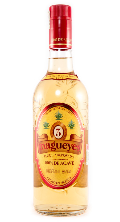 Bottle of 3 Magueyes Reposado