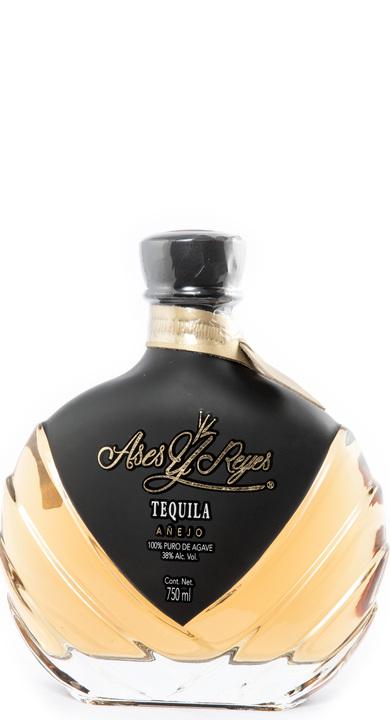 Bottle of Ases y Reyes Añejo