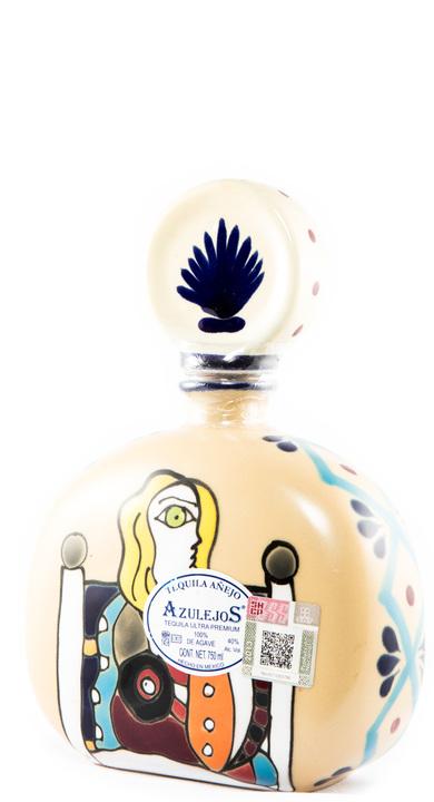 Bottle of Los Azulejos Añejo