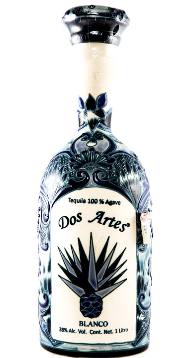Bottle of Dos Artes Blanco