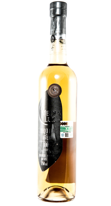 Bottle of A Media Luz Añejo