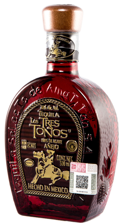 Bottle of Los Tres Toños Añejo