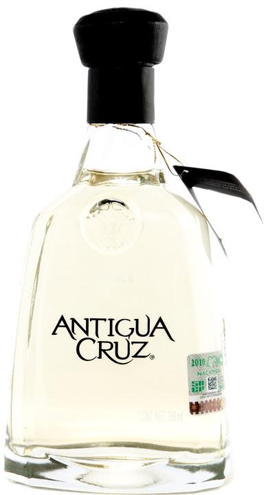Bottle of Antigua Cruz Reposado
