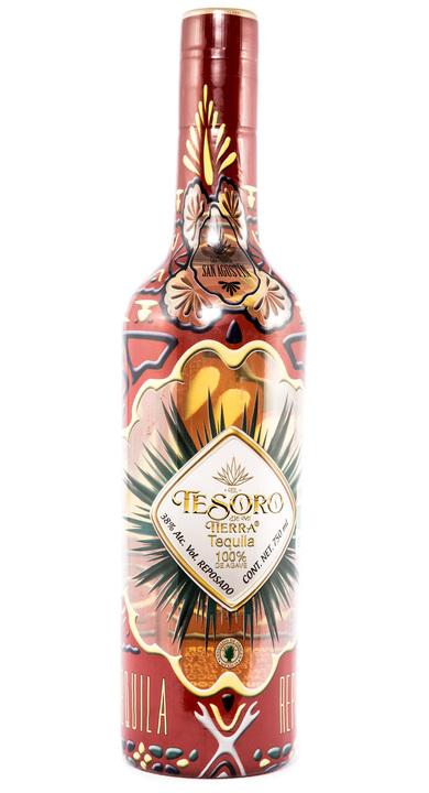 Bottle of El Tesoro de Mi Tierra Reposado