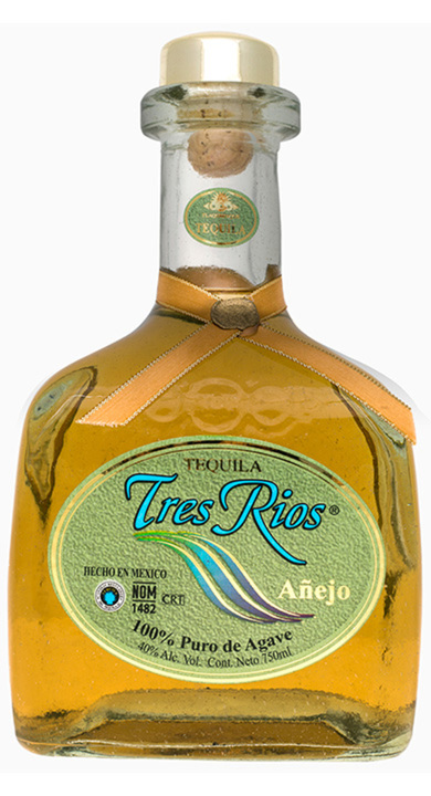 Bottle of Tres Rios Añejo
