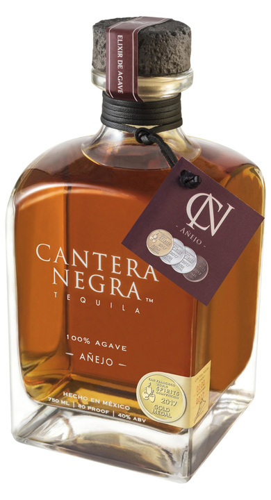 Bottle of Cantera Negra Añejo