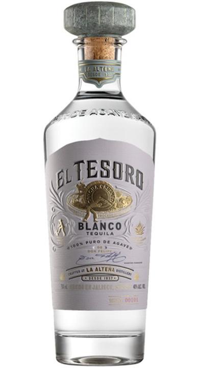 Bottle of El Tesoro Blanco