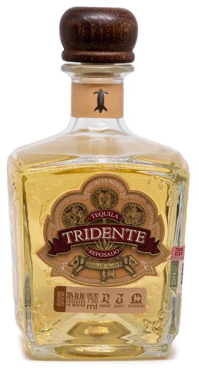 Bottle of Tridente Reposado