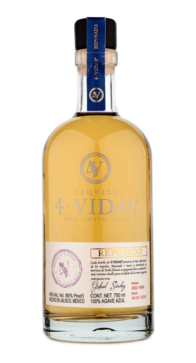 Bottle of 4 Vidas Tequila Reposado
