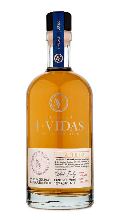 Bottle of 4 Vidas Tequila Añejo