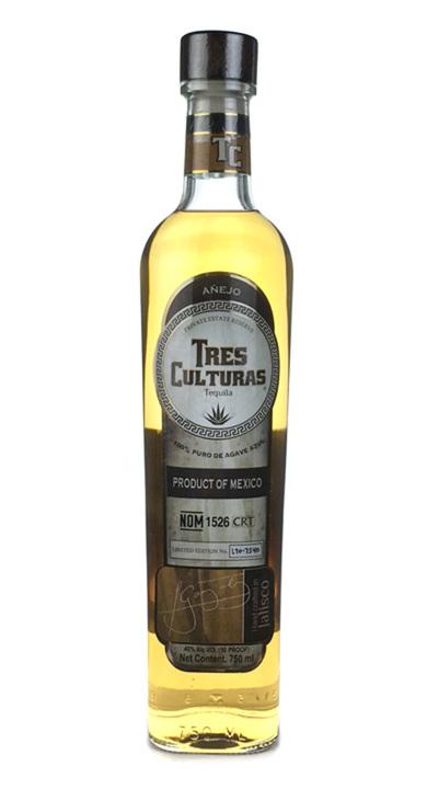 Bottle of Tres Culturas Añejo