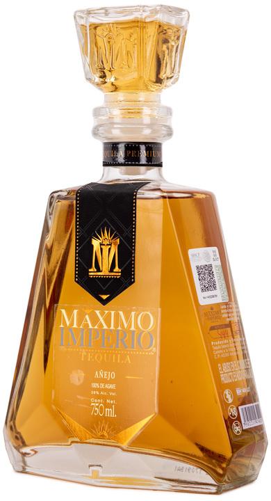 Bottle of Maximo Imperio Añejo